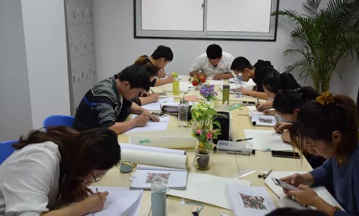 开设的就业王牌课程:室内设计,景观设计,服装设计等课程里面都设置了